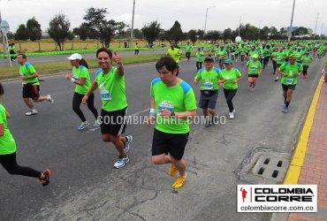 Miles de atletas comprometidos con el medio ambiente en la carrera verde en Bogotá