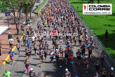 Miles de corredores en la New Balance 15k Bogotá
