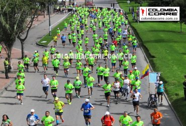 Miles de atletas en la New Balance 15k en Bogotá