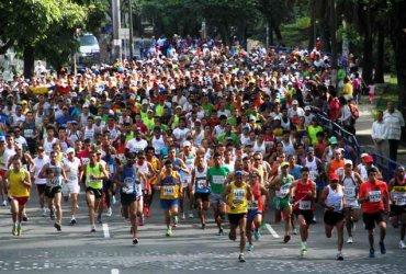 Más de 10000 atletas en la Carrera Atlética Río Cali