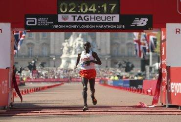 Kenia logra doble triunfo en la maratón de Londres