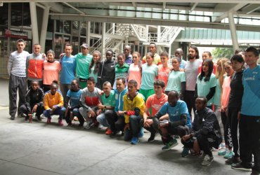 Se presentaron los atletas élite que participarán en la maratón de las Flores