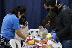 Colombia Corre entrega ayudas a familias vulnerables gracias al Challenge Race Series.