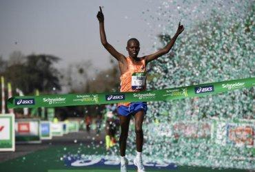 Kenia se queda con el título de la maratón de Paris 2018