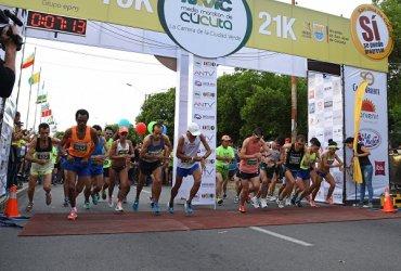 Sandra Rosas y Jeison Suarez se llevan el título de la primera edición de la Media Maratón de Cúcuta