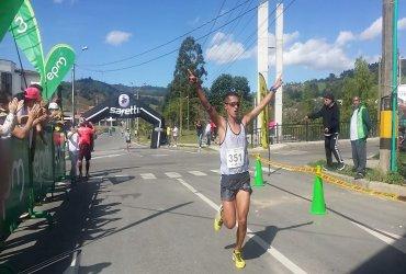 Victor Hugo ocampo y Maria Fernanda Montoya, ganadores de los 11.5k Cross El Retiro