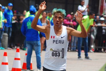 David Canchanya de Perú y la keniata Kiptoo Jepkemoi dominaron la XXVII Carrera Atlética Internacional de Soacha
