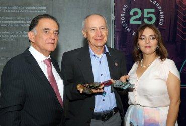 Atleta que conserva todas las medallas y camisetas de la maratón de Medellin recibe reconocimiento de la carrera