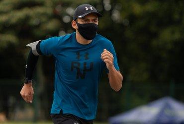 Atleta colombiano intenta completar 3400 kilómetros para recaudar fondos durante la pandemia