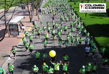 Miles de corredores en la Carrera Verde 10k en Bogotá